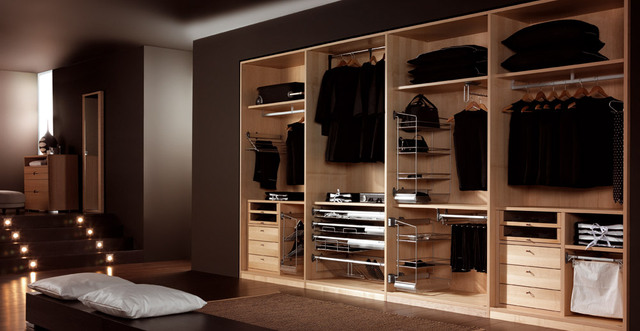 Minimalist closets show the way out of the rough and tumble the furnishing artist - Armarios empotrados en esquina ...